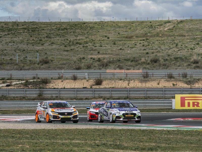 Sponsor del equipo Hyundai bajo la marca AutoGar.